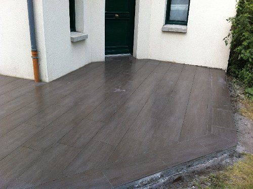 Pose de terrasse en bois sur carrelage for Dallage terrasse exterieure