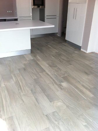 Pose d un carrelage imitation parquet best 25 pose for Pose carrelage sol imitation parquet